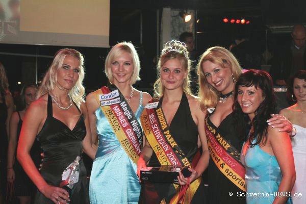 Miss Schwerin-Wahl 2008 im Achteck. Reingard Hagemann belegte Rang eins vor Eyleen Hentschel und Wiebke Mauder. Foto: Thomas Schiller
